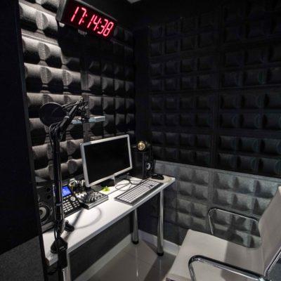 Grabación de cuñas de radio y locuciones para centralitas telefónicas. Agencia de Publicidad y Medios Discrepa